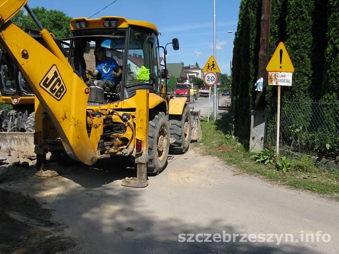 Prace przy budowie kanalizacji na ul. Trębackiej. Fot. Tomasz Gaudnik