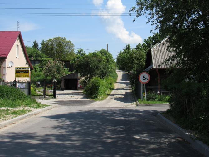 Droga prowadząca na osiedle. Foto: Tomasz Gaudnik
